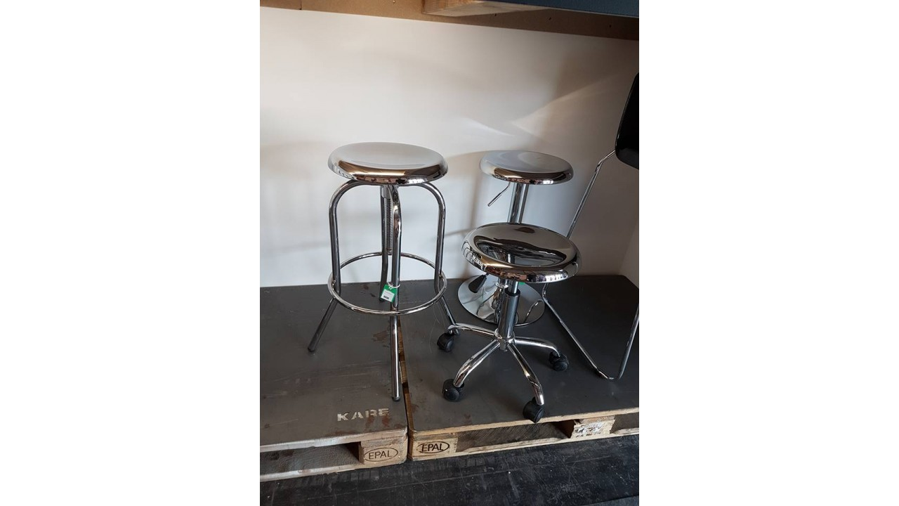 achetez votre tabouret de bar industriel chrome uptown. Black Bedroom Furniture Sets. Home Design Ideas