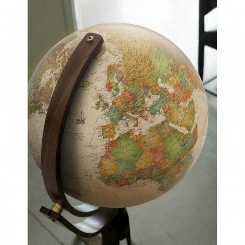 Globe terrestre lumineux pieds bois moulé sur roulettes Emily Antique
